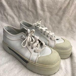 Vintage City Limits White Platform Sneaker !